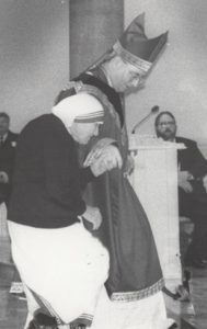 Bishop Myers leads St. Teresa of Kolkata into St. Mary's Cathedral during her historic visit to Peoria in 1995.